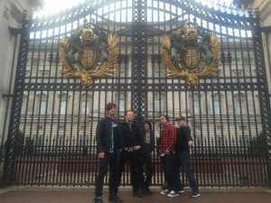 455 - We're here to see the Queen, yo.  - Buckingham Palace